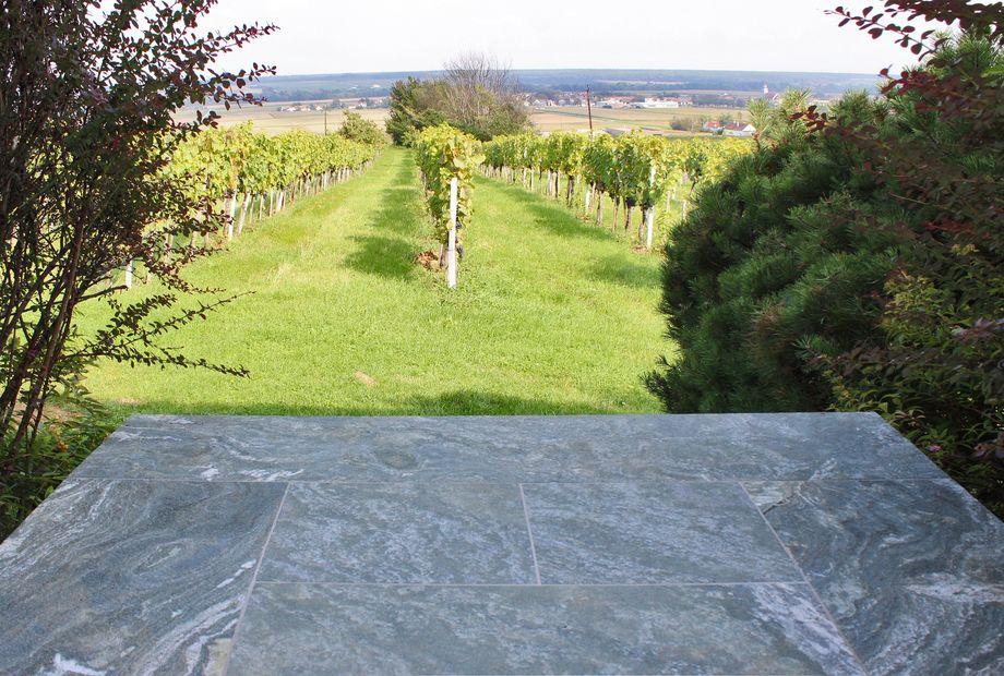 Terrasse in Pannonia Grün, Stein Schwarz