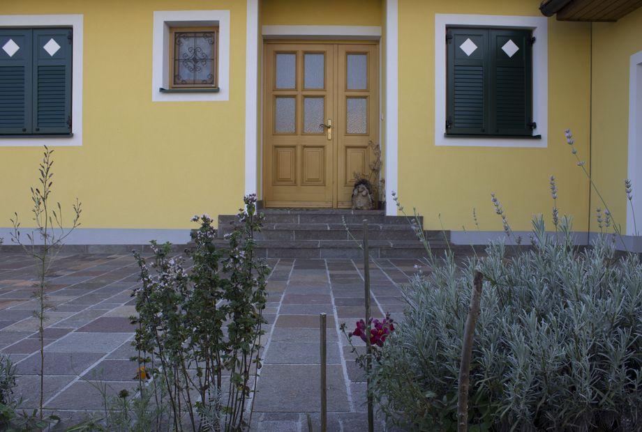 Hof in Südtiroler Porphyr