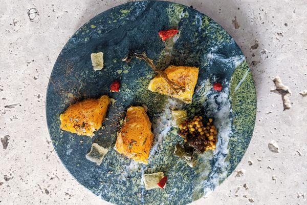 Speisen auf Naturstein