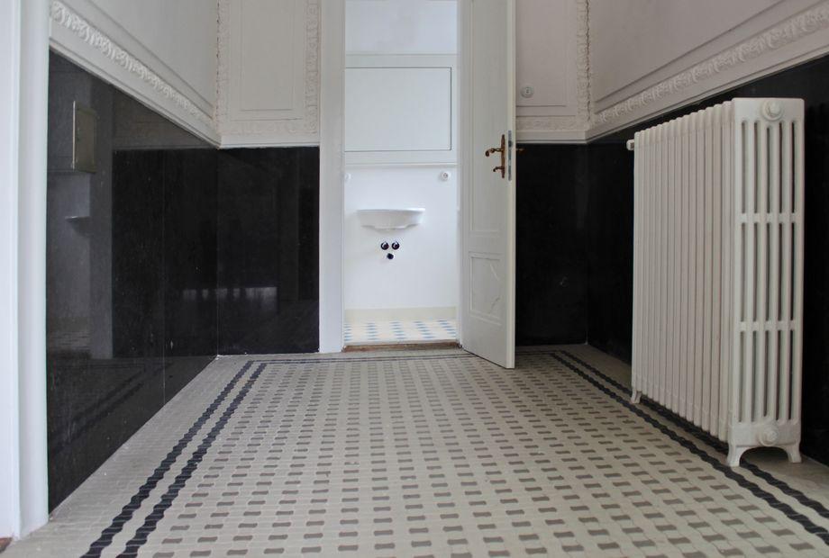 Wandverkleidung aus schwarzem Granit Nero Assoluto, Stein Schwarz