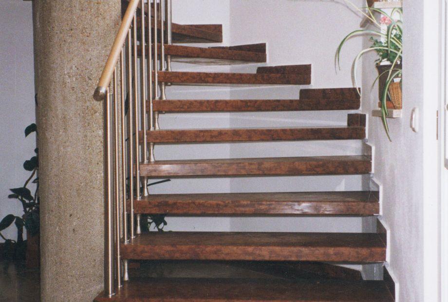 Stufen in Verona Rot Marmor, Stein Schwarz