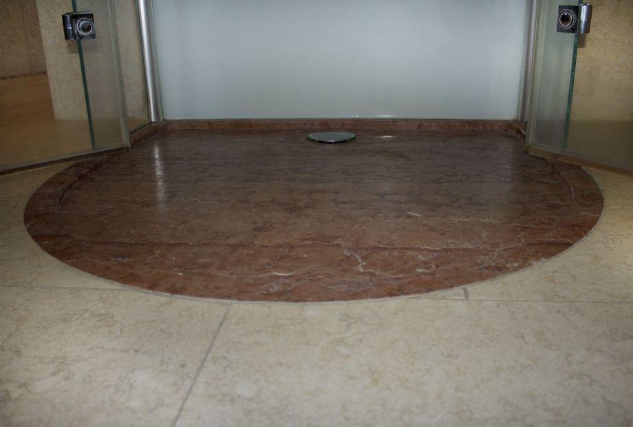 Dusche aus Naturstein Verona Rot Marmor, Stein Schwarz